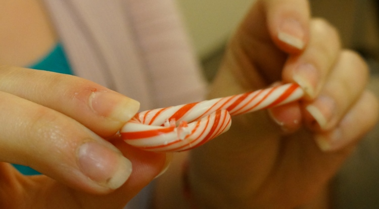 How-to-cut-a-candy-cane