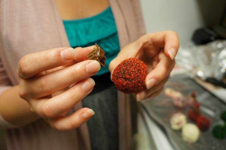 Easy-cake-ball-ornaments