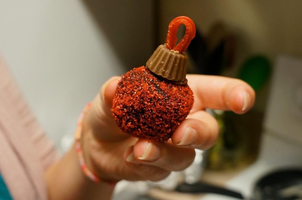 Cake-ball-ornament