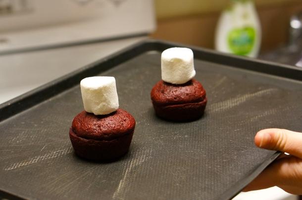 homemade-marshmallow-cupcake-icing