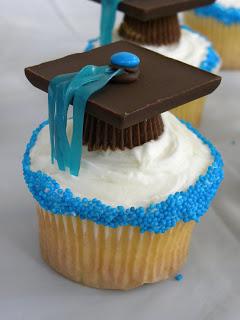 pinterest graduation cupcake