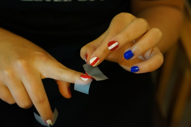 how-to-make-stripped-nails