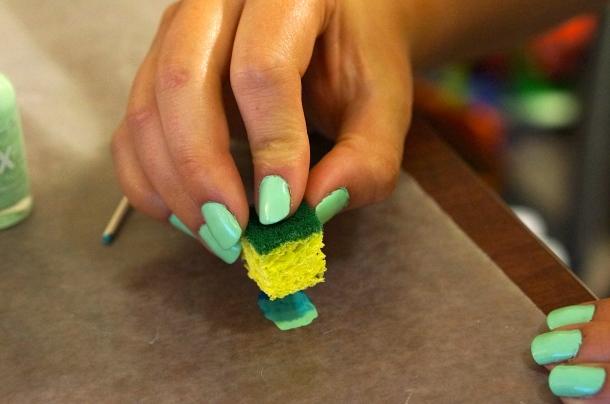 sponge-with-nail-polish