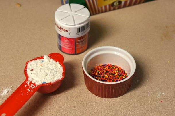 add sprinkles to popcorn