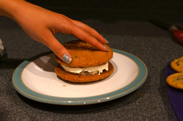 how to make ice cream cookie sandwich